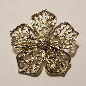 Sarah Coventry golden Brooch